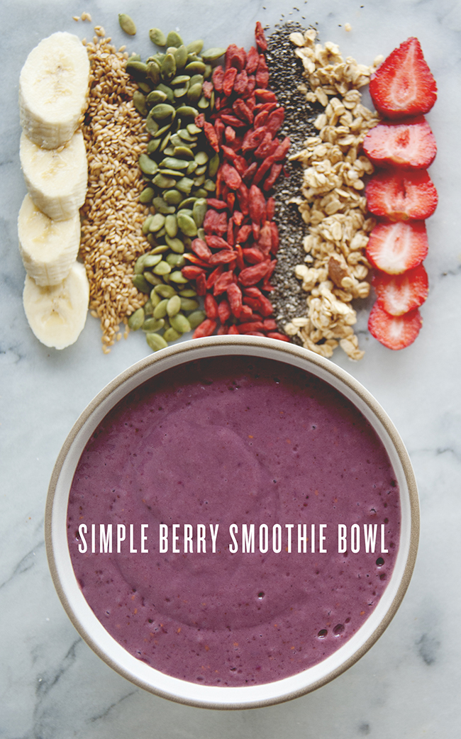 SIMPLE BERRY SMOOTHIE BOWL // The Kitchy Kitchen