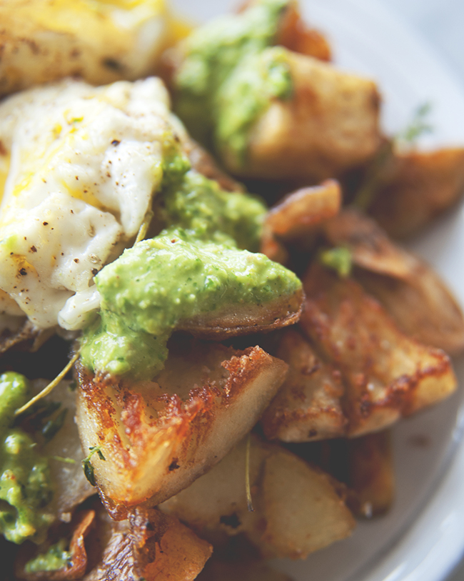 FRIED EGGS WITH SALSA VERDE AND FRIED SMASHED POTATOES // The Kitchy Kitchen