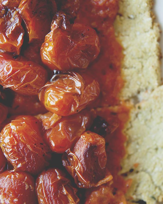 ROASTED TOMATO TART WITH PALEO CRUST // The Kitchy Kitchen