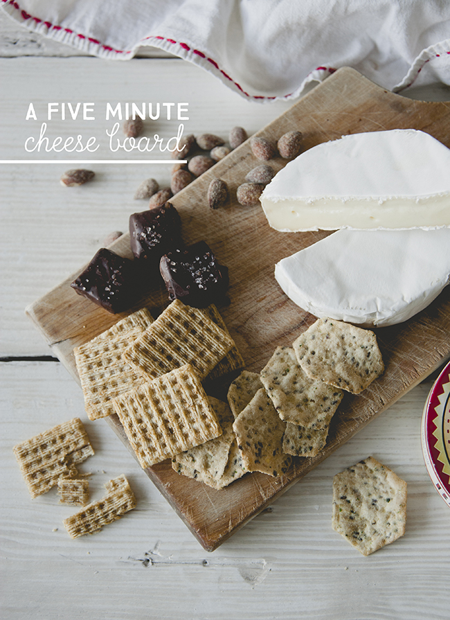 5 MINUTE CHEESE BOARD // The Kitchy Kitchen