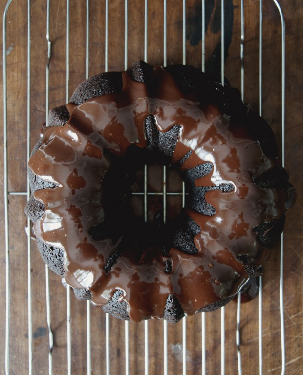 an old fashioned chocolate bundt cake with dark chocolate ganache glaze on a cooling rack // The Kitchy Kitchen