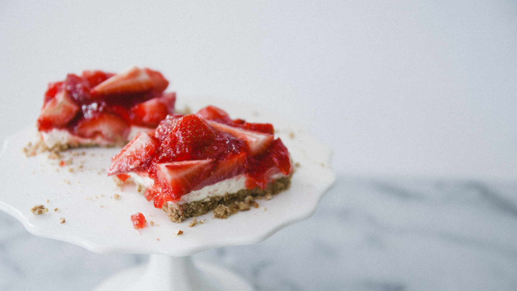 Easy Easter Desserts Strawberry Pretzel Squares // The Kitchy Kitchen + Jell-O