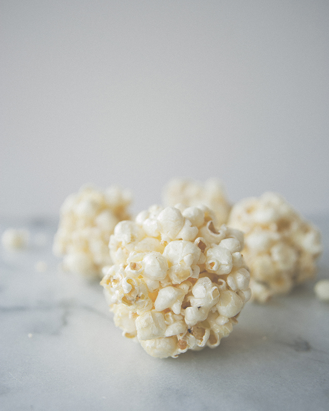 BROWN BUTTER SEA SALT POPCORN BALLS // The Kitchy Kitchen