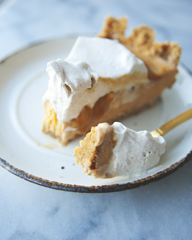 PUMPKIN MELT AWAY PIE // The Kitchy Kitchen