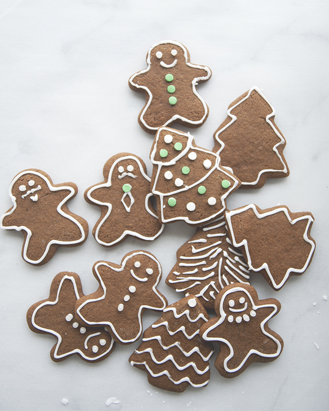 GINGERBREAD COOKIES // The Kitchy Kitchen
