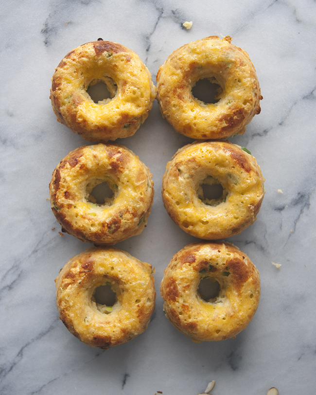 CHEDDAR JALAPEÑO GREEN ONION DONUTS // The Kitchy Kitchen