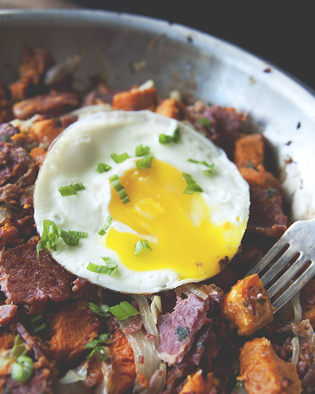 CORNED BEEF + CABBAGE YAM HASH - The Kitchy Kitchen