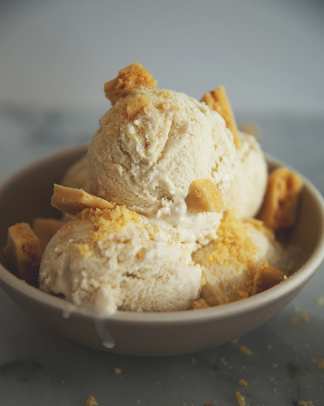 HOKEY POKEY HONEYCOMB ICE CREAM // The Kitchy Kitchen