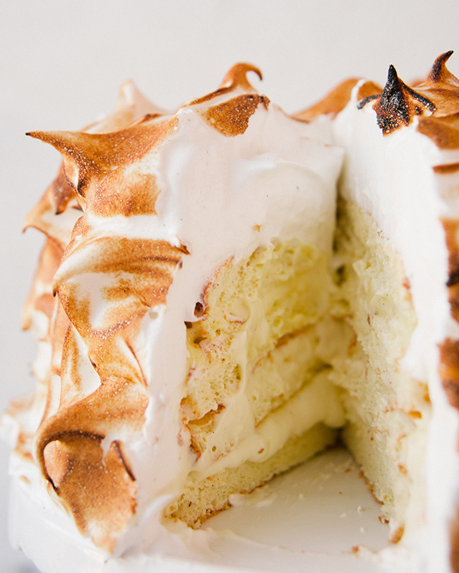 LEMON SCENTED MERINGUE CAKE // The Kitchy Kitchen