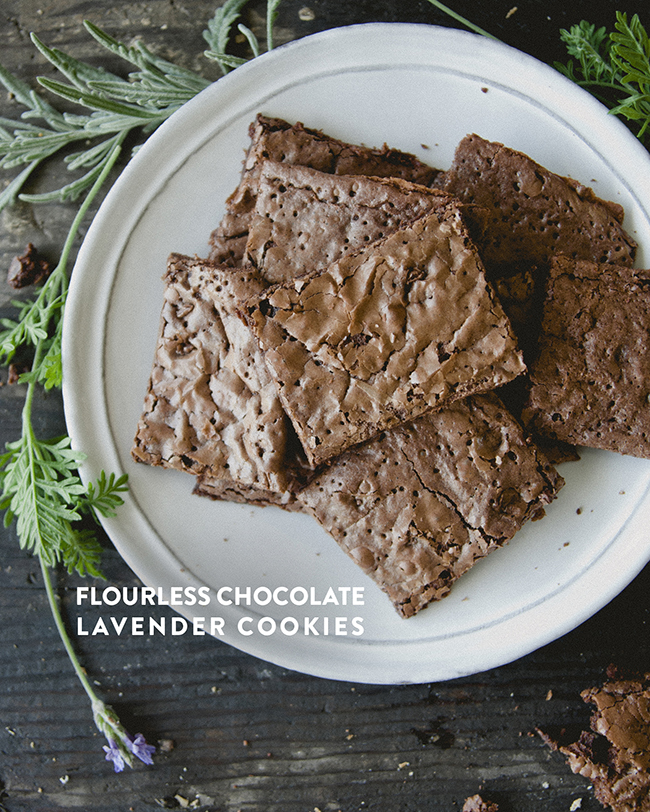 FLOURLESS CHOCOLATE LAVENDER CAKES // The Kitchy Kitchen