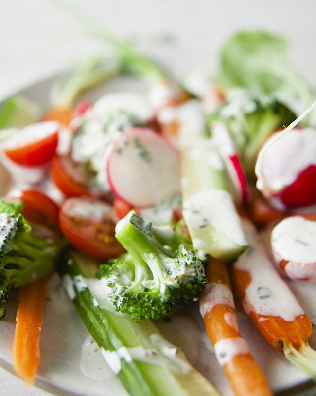 CLOSE-UP IMAGE OF CRUDITÉS SALAD WITH BUTTERMILK RANCH DRESSING // The Kitchy Kitchen
