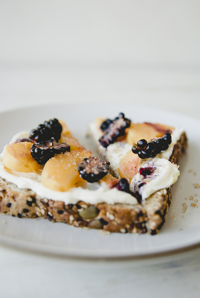 toasted eureka!® Organic Bread with mascarpone, blackberries and apricots and cinnamon sugar on top // The Kitchy Kitchen