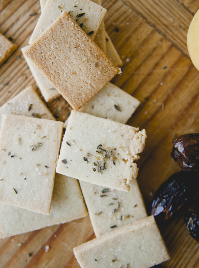 VEGAN CHEESE BOARD // THE KITCHY KITCHEN