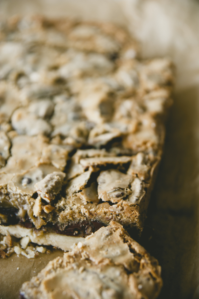 CHOCOLATE PECAN BARS // THE KITCHY KITCHEN