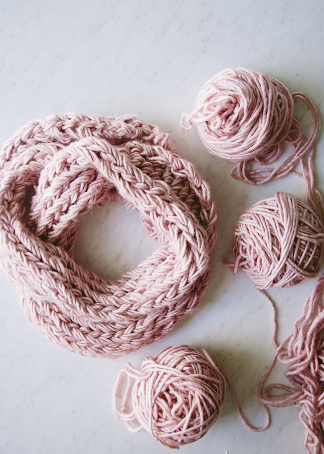 Diy Arm Knit Infinity Scarf The Kitchy Kitchen